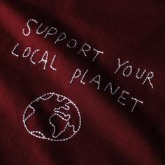 T-shirt Visby Local Planet Vinröd